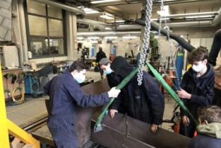 Leerlingen PT²O in Turnhout maken gietgoot voor Beerses bedrijf Metallo
