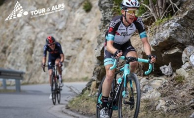 Simon Yates wint tweede rit in Tour of the Alps na knappe solo en pakt ook leiderstrui over