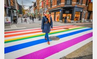 Regenboogzebrapad valt te weinig op, volgens burgemeester