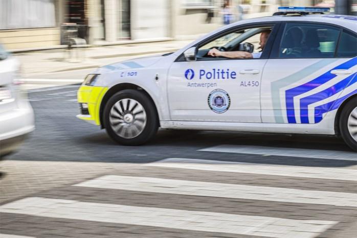 Wilt u 20 euro betalen voor een paraplu of babyromper van Politie Antwerpen? Korps onderzoekt idee om merchandising op de markt te brengen