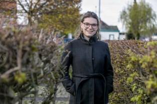 """Ellen (25) vertelt aan Kristel Verbeke in 'Zorgen voor mama' over leven in armoede: """"Ik ben te trots om te leven van een uitkering"""""""