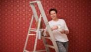 Heb veel geduld en 9 andere tips voor als je met behang extra kleur in je interieur wil brengen