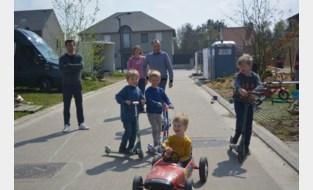Kinderen leven zich uit op straat