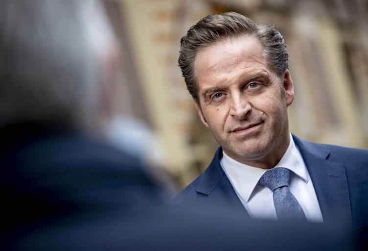 """Nederlandse minister maakt einde aan verwarring: """"Belgen zijn niet welkom op onze terrassen"""""""