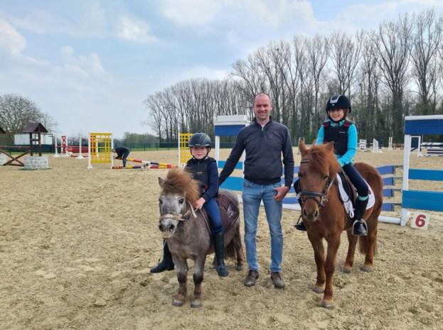 """Voetbalterreinen omgetoverd tot uniek paardencomplex: """"We hopen ons jumpingevenement deze zomer te kunnen organiseren"""""""