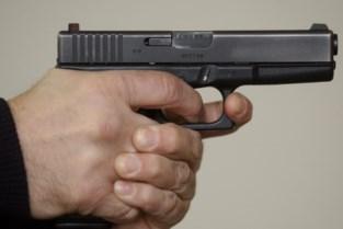 Zaakvoerder poetsbedrijf bedreigt vriendin werknemer met pistool omdat hij materiaal niet terugbrengt