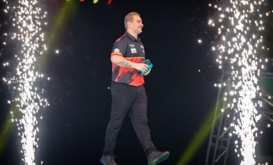 Dancing Dimi doet het weer: Van den Bergh klopt Rob Cross en blijft leider in Premier League darts