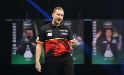 Niet te stoppen: Dimitri Van den Bergh wint na nagelbijter van Gary Anderson in Premier League darts en springt opnieuw naar leiding