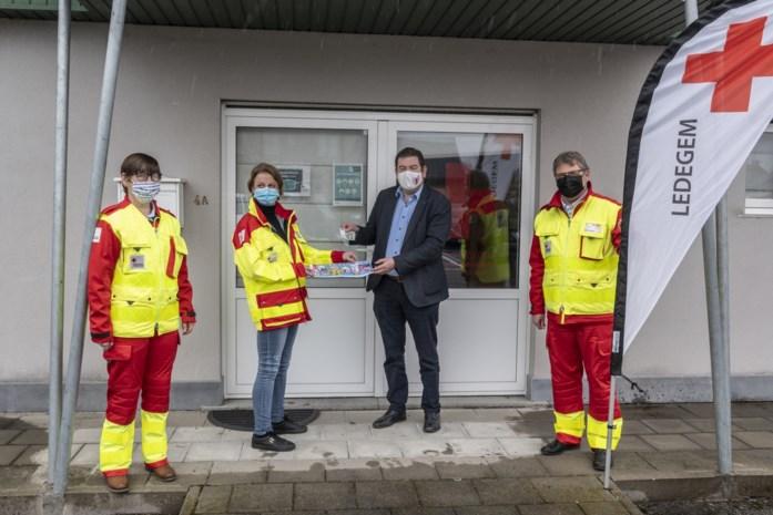Rode Kruis verkoopt toch stickers, maar niet op kruispunten