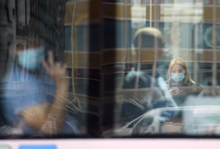 """Mondmasker blijft voorlopig verplicht in Gent: """"Cijfers liggen nog te hoog"""""""