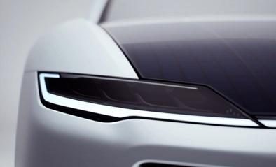 Nederlands bedrijf brengt elektrische auto met dak vol zonnepanelen op de markt voor 150.000 euro
