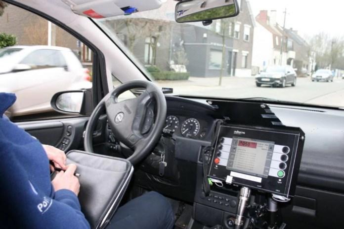 Meer dan tweehonderd bestuurders rijden te snel, één chauffeur moet rijbewijs inleveren