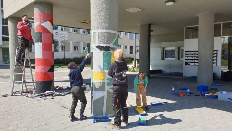 Na alle miserie op Centrumplein: kinderen uit de buurt maken kleurrijke streetart