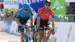 Pello Bilbao schrijft bergrit in de Tour of the Alps op zijn naam na straffe comeback in technische afdaling