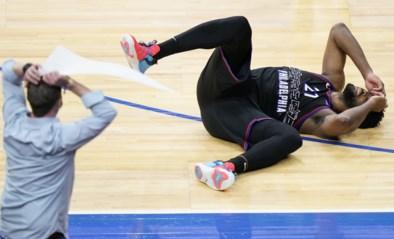 Waanzin: Joel Embiid ziet buzzer beater vanop wel erg ruime afstand maar nipt misgaan voor Philadelphia 76ers