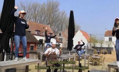 """Personeel eetcafé wacht ongeduldig tot 'Damme were meugen' in ludieke videoclip: """"We mikken op een zomerhit"""""""