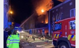 """Bewoners zwaargewond bij zware uitslaande brand in woning, buren geëvacueerd: """"Ik hoorde de knal van ver"""""""