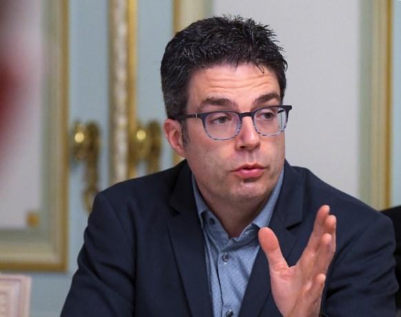 """Viroloog Steven Van Gucht: """"Nieuwe opstoot in juni en juli als we te vroeg te veel versoepelen"""""""