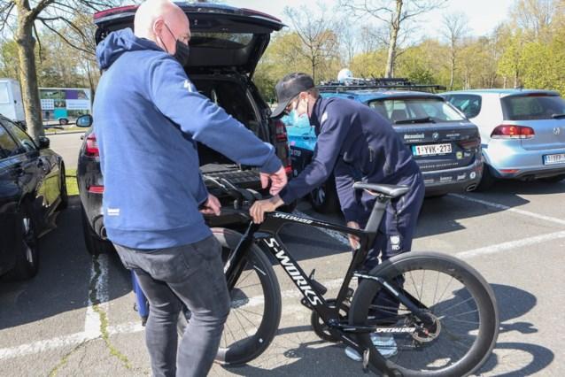Bijna klaar voor de comeback: Remco Evenepoel test tijdritpositie in wielercentrum Eddy Merckx in Gent