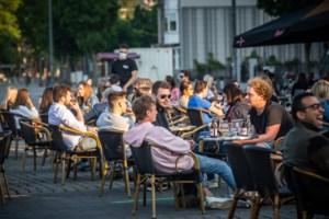 Op straat, de stoep of de parking: 5.600 extra plaatsen op terrassen bij heropening horeca