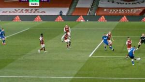 Niet op de doel schieten en toch scoren: Arsenal-keeper blundert in nederlaag (en de VAR hielp ook niet)