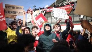 Honderden boze fans van Arsenal troepen samen en willen eigenaar buiten