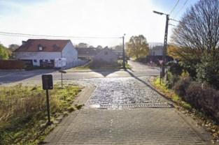 Kasseien maken plaats voor asfaltbedekking