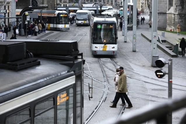 Belangrijkste hervorming voor openbaar vervoer in decennia loopt vertraging op door één belangrijke schakel