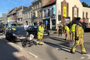 Bromfietser (17) raakt gewond na aanrijding op Turnhoutsebaan