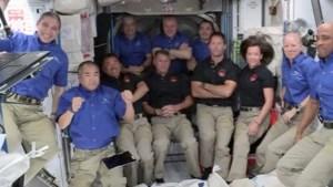 Vier astronauten met Crew Dragon van ruimtevaartbedrijf SpaceX aangekomen in ISS