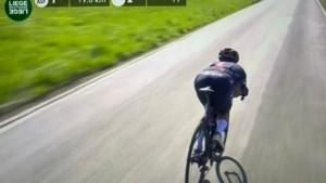 Richard Carapaz trekt in de aanval in Luik-Bastenaken-Luik, maar Ineos-renner wordt gediskwalificeerd na 'supertuck'