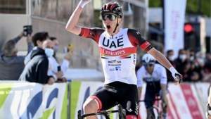 Tadej Pogacar klopt wereldkampioen Julian Alaphilippe in prangend sprintje in Luik-Bastenaken-Luik