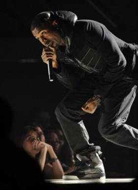 Sneakers van Kanye West verkocht voor 1,5 miljoen euro