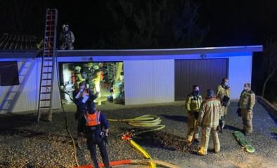 Composthoop achter chalet in Schabos vliegt in brand: lichte schade aan huisje