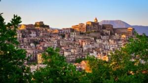Ook in dit Italiaanse dorpje staan nu honderden huizen te koop voor een spotprijs