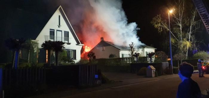 """Buren redden koppel tachtigers uit brandende woning: """"Hij was net zo blij terug thuis te zijn na zijn coronabesmetting"""""""