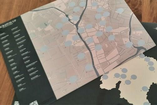 """Studenten steunen Gentse horeca met enorme kraskaart: """"Allemaal plekken voor een date"""""""