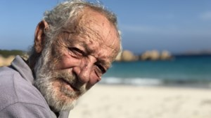 """Italiaanse Robinson Crusoe die al jaren alleen op het eiland Budelli woont, moet er nu weg: """"Ik staak de strijd"""""""