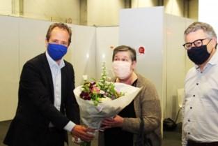 Marie-José krijgt 10.000ste prik in vaccinatiecentrum Klein-Brabant