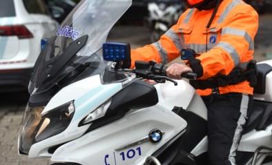 Politie controleert aan spooroverwegen