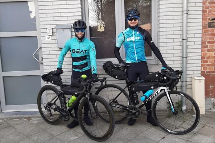 Robbert (27) en Davy (30) fietsen dit weekend van Lokeren naar Rotterdam en terug en dat is niet om daar een terrasje te gaan doen