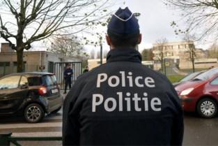 Dronken agressieveling breekt hand politieagent
