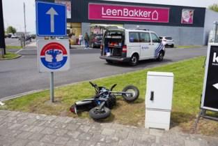 Bromfietser (16) gewond bij aanrijding op Brugsesteenweg