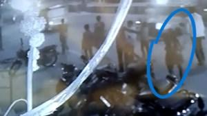 Tragische beelden uit India door angst voor corona: rouwende echtgenoot moet lichaam van zijn vrouw zelf 4 kilometer dragen