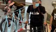 Vlaming daalt met de fiets het Atomium af om goede doelen te steunen
