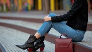 """De skinny jeans is uit de mode, maar wel nog overal te koop: """"De broek blijft een hit in de kleerkast"""""""