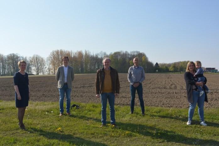 """Gemeente en particulier kopen samen 9 hectare grond voor bos: """"Zo voorkomen we hopelijk de komst van een asbeststort vlakbij"""""""