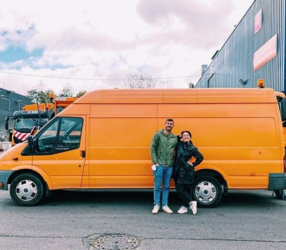 Corona dwarsboomde trip van Chili naar Alaska, nu reizen Wout (33) en Julie (29) Europa rond in Odette, een omgebouwde stadscamionette