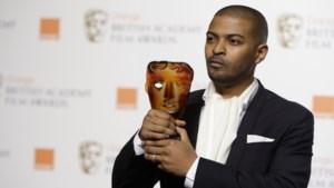 Britse acteur en Bafta-winnaar wordt door 20 vrouwen beschuldigd van seksuele intimidatie en pesterijen