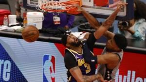 Drie geweldige dunks in één wedstrijd: LA Lakers worden vernederd in Washington